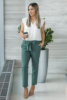99 Fashionable Office Outfits and Work Attire for Women to Look Chic and Stylish - Lifestyle Scoops Work Attire Women, Business Casual Outfits For Women, Casual Work Outfits, Mode Outfits, Work Casual, Casual Summer, Outfit Work, Classy Outfits, Outfit Office