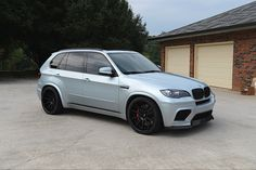 I love the color of this 2011 BMW thats finished in Silverstone Metallic. A popular color on BMW cars,. Bmw X5 Sport, Bmw Sports Car, Bmw X5 E70, Bmw E60, Bmw X3 2007, Bmw X Series, Bmw Performance, One Piece, Bmw Cars