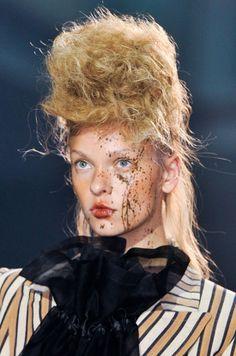 Vivienne Westwood Spring 2014 Hair and Makeup | Runway Photo 5