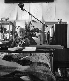 Philippe Halsman    FRANCE. Provence-Alpes-Cote d'Azur region. Town of St Paul de Vence. French painter Henri MATISSE in his studio. 1951.
