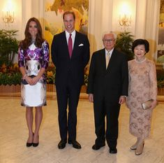 Kate and William pose with the President of Singapore Tony Tam and his wife Mary at state dinner 9/11/2012 at The Istana.