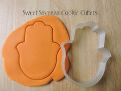 Hamsa Cookie Cutter    Size available approx    1 inch high - this includes a plunger to help push the dough out 2 inches high x 1.5 inches