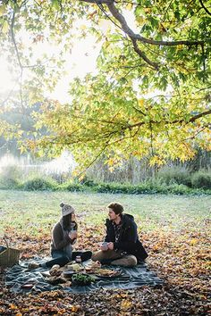 Autumn Picnic in the Park - Bing images Fall Picnic, My Sun And Stars, Welcome Fall, Autumn Inspiration, Couple Photography, Hygge, Outdoor Living, Romance, In This Moment