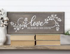 Love One Another Bible Verse Wood Sign with Floral Design. Christian Inspirational John Wall Art, Farmhouse Style Love One Another Bible Verse Wood Sign with Floral Design. Diy Wood Signs, Pallet Signs, Family Wooden Signs, Stencils For Wood Signs, Love One Another Bible, Passion Deco, Wood Crafts, Diy Crafts, Decor Crafts
