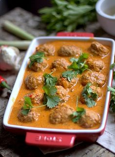 Meatballs in spicy coconut sauce
