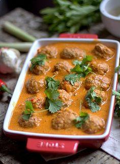 Meatballs in spicy coconut sauce