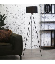 The industrial floor lamp Reno is a floor lamp with a tripod base. With the black lampshade in combination with the black metal tripod, this is a trendy and contemporary floor lamp. Can be combined in different interiors. Tripod Lampe, Industrial Floor Lamps, Braun Design, Drop Lights, Contemporary Floor Lamps, Classic Interior, Davao, Beautiful Lights, Wood