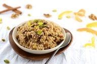Wow. I love oatmeal. This twist has pistachios and raisins. I'd use stevia instead of honey. Baklava Oatmeal