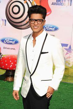 Bruno Mars Sweatshirt - Bruno Mars Looks - StyleBistro