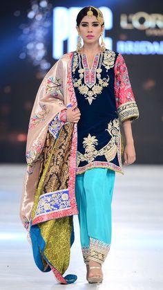 Pakistani fashion is everything. Pakistani Fashion Party Wear, Pakistani Wedding Outfits, Bridal Outfits, Bollywood Fashion, Shadi Dresses, Pakistani Formal Dresses, Indian Dresses, Indian Outfits, 80s Fashion