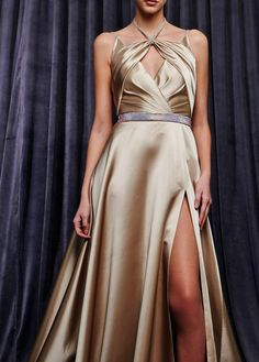 Georges Hobeika Herbst/Winter Ready-to-Wear - Fashion Shows Georges Hobeika, Vogue Paris, Best Of Fashion Week, Full Length Gowns, Haute Couture Dresses, Fashion Seasons, Chic Dress, Formal Gowns, Mannequins