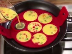 Flipping pancake maker is all you need to enjoy a perfectly shaped pancake. Pancake Maker, How To Cook Pancakes, How To Cook Eggs, Cooking Gadgets, Cooking Tips, Buffet Party, Crepe Maker, Quick And Easy Soup, Shopping