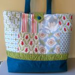 Multiple tote bag tutorials. Different styles and shapes.