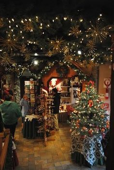 """Le superbe magasin """"La Féérie de Noël"""" à Riquewihr"""