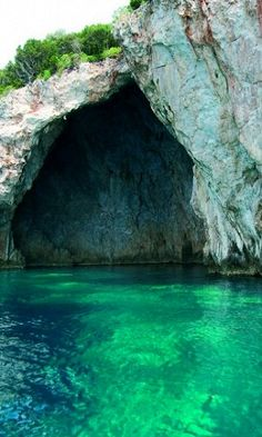 Sea cave in Sivota, Thesprotia Prefecture, Epirus, Greece What A Beautiful World, Beautiful Places, Oh The Places You'll Go, Places To Visit, Sea Cave, Vida Natural, Adventure Is Out There, Greece Travel, Greek Islands
