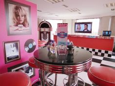 Typical 50's diner style - where are Sandy and Danny from Grease? ;)