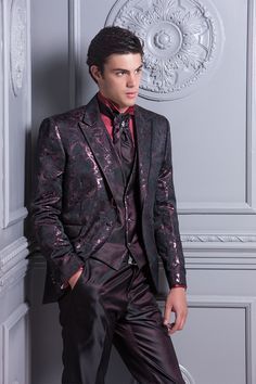 Haute Couture Outfits, Vampire Wedding, Mens Tuxedo Suits, Formal Men Outfit, Mens Kurta Designs, Three Piece Suit, Groom And Groomsmen, Gentleman Style, Wedding Suits
