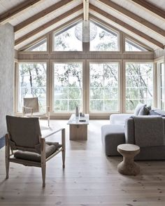 scandinavian cabin in the woods wood and marble solid table in a beautiful wooden house with a interior scandinavian wood cabins Scandinavian Cabin, Modern Scandinavian Interior, Scandinavian Architecture, Cabins In The Woods, House In The Woods, Home Design, Interior Design, Interior Stylist, Cabin Interiors