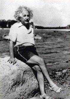 Albert Einstein at the Beach  |  25 Historical Photos Worth 1000 Words  |  wisdompills.com