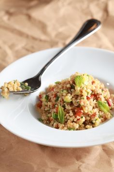 Bulgur with vegetables and mint Greek Recipes, Vegan Recipes, Cooking Recipes, Food Dishes, Side Dishes, Greek Cooking, Salad Bar, Appetisers, Food Processor Recipes
