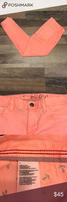 Tommy Hilfiger skinny ankle crop size 6 jeans Tommy Hilfiger skinny ankle crop bright neon coral jeans in size 6 with zipper detailing at bottom of pant legs. 28 inch inseam. Super cute and perfect for spring!! In great condition!!! 🌷💐 Make me an offer!! Tommy Hilfiger Jeans Ankle & Cropped