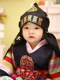 Every country have their own traditional clothes , including South Korea. For those who ever visited South K. Korean Hanbok, Korean Dress, Korean Outfits, Korean Babies, Asian Babies, Kids Around The World, We Are The World, Korean Traditional Dress, Traditional Dresses