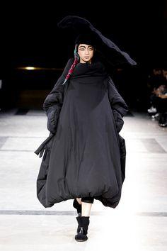 [No.2/42] Yohji Yamamoto 2014~15秋冬コレクション | Fashionsnap.com
