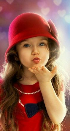 """Life is beautiful"": Photo Beautiful Children, Beautiful Babies, Beautiful Clothes, Cute Kids, Cute Babies, Blowing Kisses, Beautiful Gif, Baby Pictures, Kids And Parenting"