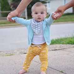 What a cutie! Love this color combo with our bandana bib | Copper Pearl : @alongcameadleigh