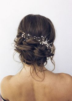 Wedding Updo Hairstyles That Never Fail Hairstyles chignon 28 Chic Wedding Updo Hairstyles That Never Fail Medium Hair Styles, Curly Hair Styles, Updo Styles, Coiffure Hair, Wedding Hair Inspiration, Wedding Updo, Wedding Dress, Wedding Hair Buns, Flowers In Wedding Hair