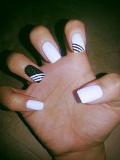 My BLACK AND WHITE NAIL DESIGN
