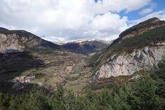 Serveto, el Tozal d'Escubillons (2427 metros), el Tozal de Igüerra (1956 metros) y la Peña de San Martín (1792 metros)