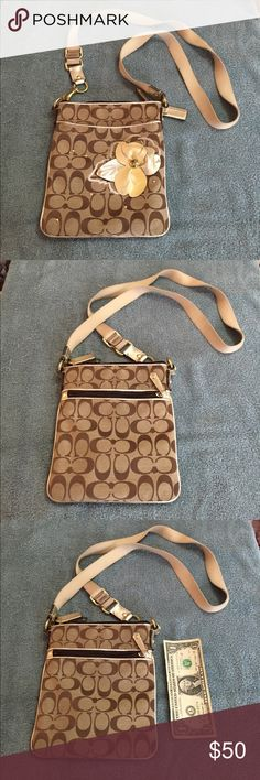 Women's Coach Brown/Tan Shoulder Bag This item is in great shape! Coach Bags Shoulder Bags