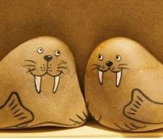 Painted Rocks // How to Paint & 127+ AMAZING Rock Painting Ideas Rock Painting Pictures, Rock Painting Ideas Easy, Rock Painting Designs, Pebble Painting, Pebble Art, Stone Painting, Diy Painting, Family Painting, Stone Crafts