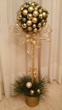 Exceptional Xmas decorations detail are readily available on our internet site. Check it out and you wont be sorry you did. Christmas Topiary, Easy Christmas Decorations, Christmas Centerpieces, Christmas Art, Christmas Wreaths, Christmas Ornaments, Holiday Decor, Christmas Floral Arrangements, Diy Weihnachten