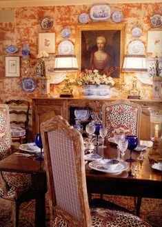 dining-room-toile-de-jouy-wallpaper-transferware-dishes-on-wall-decorating-blue-orange-red-leopard-print-fabric-covered-chairs-french-provencal-decor-provence-home-ideas-charles-faudree « eclectic revisited by Maureen Bower French Decor, French Country Decorating, Apartment Decoration, Great Wall Of China, French Chairs, Blue Rooms, French Country House, Country Chic, Decoration Table