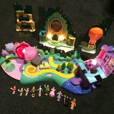 The wizard of Oz play set Polly pocket size figure The wizard of Oz Play Set 3-way light-up from 2001 Mattel production, perfect new condition with all 10 Polly Pocket size mini figure pieces accounted for. Box is in great shape (not mint condition) has a dent along bottom in back and some wear on edges etc. Comes with my original receipt & instructions, the play set including characters is in perfect new shape (box not mint)  10 Figures: Dorothy, Glinda the Good Witch, Wicked Witch, Tin…