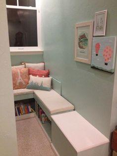 Reading Nook with DIY Built-In Bookshelf/Bench - #projectnursery