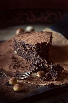 Cocoa cake with halzenuts