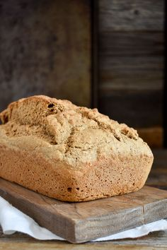 Amazing 5 Ingredient Whole Wheat Beer Bread. Super simple to make, absolutely de… Amazing 5 Ingredient Whole Wheat Beer Bread. Super simple to make, absolutely delicious and healthy. Easy Bread Recipes, Whole Food Recipes, Vegan Recipes, Quick Bread, Dip For Beer Bread, Whole Wheat Beer Bread Recipe, Cheesy Pull Apart Bread, Plant Based Breakfast, Vegan Bread