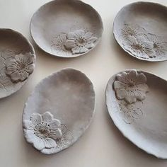 Inexpensive, elegant and versatile, pottery is a worthwhile addition to your home, and you should definitely consider getting some for your interior design project. Pottery is used to decorate diff… Hand Built Pottery, Slab Pottery, Pottery Bowls, Ceramic Pottery, Clay Plates, Ceramic Plates, Pottery Handbuilding, Clay Design, Design Design