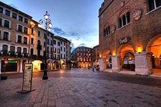 Viaggio alla scoperta di palazzi, piazze e chiese di Treviso