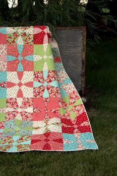 PDF Quilt Pattern - Cotton Fields - traditional quilt for our modern homes - patchwork quilt pattern. $8.49, via Etsy.