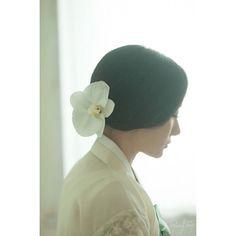 rawysnap's photo on Instagram _korea traditional dress www.rawysnap.com #한복#korea traditional dress#wedding #photography