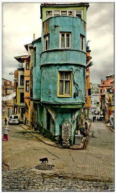 Istanbul (Part I / 10+ Pics) Old world Flat Iron Building!!!
