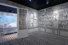 Exhibition Mademoiselle Privé at Saatchi Gallery in London is a journey to the spirit of Coco Chanel and Karl Lagerfeld. Coco Chanel, Chanel Mademoiselle, Karl Lagerfeld, Saatchi Gallery, English Garden Design, Museum Displays, New Museum, Galleries In London, Modern Design