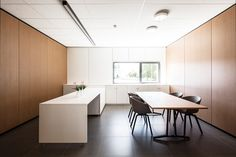 Mervielde #Stadsbader #Building #office Building Department, School Building, Conference Room, Table, Furniture, Home Decor, Decoration Home, Room Decor, Tables