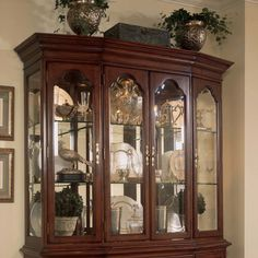 https://i.pinimg.com/236x/55/b0/5a/55b05a14d70ca3bc5dedc66d8ce53c78--curio-cabinets-china-cabinets.jpg