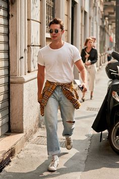 All the Ridiculously Well-Dressed Men at Fashion Week Right .- All the Ridiculously Well-Dressed Men at Fashion Week Right Now - 80s Fashion Men, Stylish Mens Fashion, Urban Fashion, Fashion Ideas, Fashion Fashion, Fashion Spring, Fashion Shirts, Fashion Guide, Jeans Men Fashion