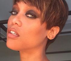 WOW! Tyra Banks looks awesome with this new pixie cut.